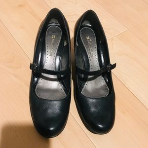 Super cute Naturalizer black Mary Janes